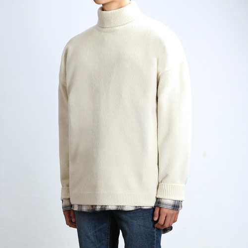 LAMBS LONG TURTLENECK (Cream)